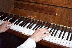 Можно ли совмещать работу музыканта с настройкой пианино и роялей? У него получилось…