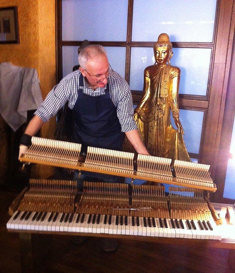 мастер по ремонту пианино