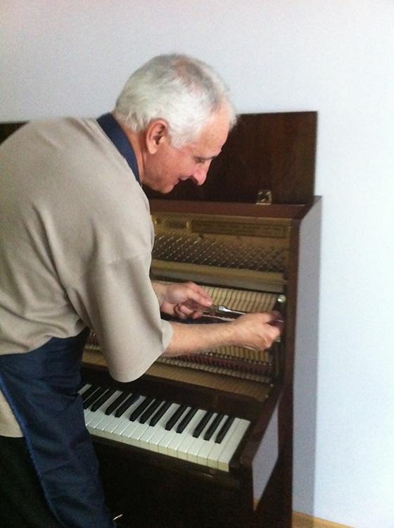 настройщик фортепьяно