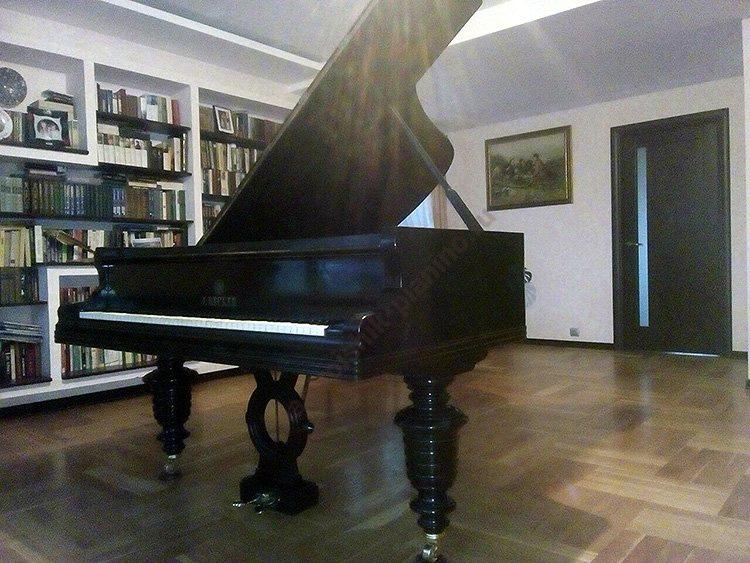 рояль Беккер, произведенный в Санкт-Петербурге в 1900 году