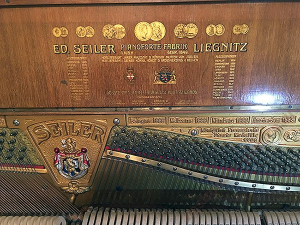старинный музыкальный инструмент